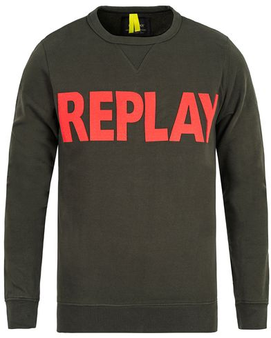Replay M3132 Crew Neck Logo Sweat Green i gruppen Tröjor / Sweatshirts hos Care of Carl (13002711r)