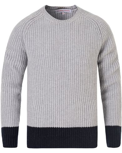 Orlebar Brown Aitken Knitted Block Sweater Light Grey/Navy i gruppen Kläder / Tröjor / Stickade tröjor hos Care of Carl (13006111r)