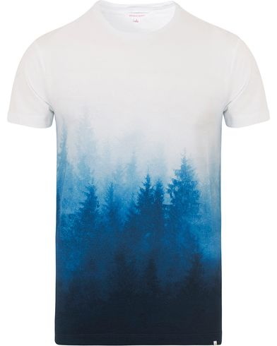 Orlebar Brown Sammy Mountain Printed Tee Forest Mist i gruppen Kläder / T-Shirts / Kortärmade t-shirts hos Care of Carl (13006811r)