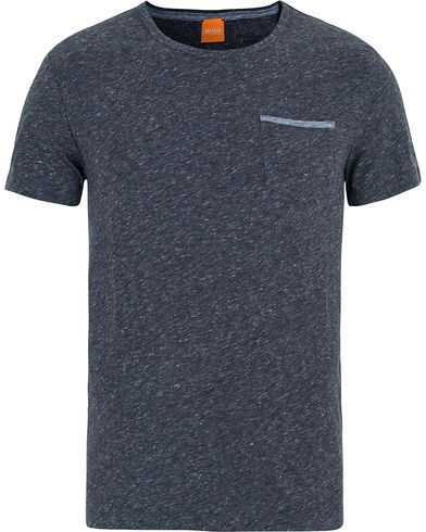 Boss Orange Tabary Pocket Tee Dark Blue i gruppen T-Shirts / Kortärmade t-shirts hos Care of Carl (13015611r)