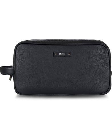 BOSS Traveller Washbag Black Leather  i gruppen Assesoarer / Vesker / Toalettmapper hos Care of Carl (13017010)