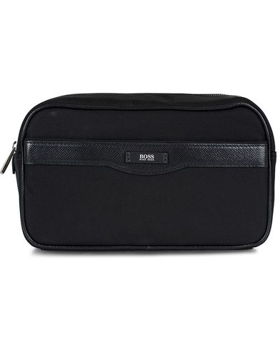 BOSS Signature Washbag Black Canvas  i gruppen V�skor / Necess�rer hos Care of Carl (13017210)