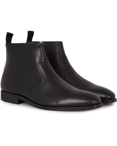 PS by Paul Smith Mulder Zip Chelsea Boot Black Calf i gruppen Sko / Støvler / Chelsea boots hos Care of Carl (13036911r)