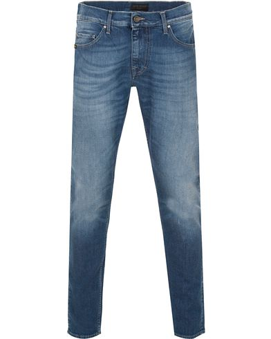 Tiger of Sweden Jeans Pistolero Awake Medium Blue i gruppen Jeans / Avsmalnande jeans hos Care of Carl (13040411r)