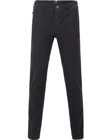 Incotex Slim Fit Garment Dyed Washed Chino Navy i gruppen Byxor / Chinos hos Care of Carl (13045811r)