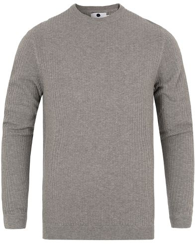 NN07 Lars 6204 Waffle Sweater Grey i gruppen Tr�jor / Stickade Tr�jor hos Care of Carl (13051811r)