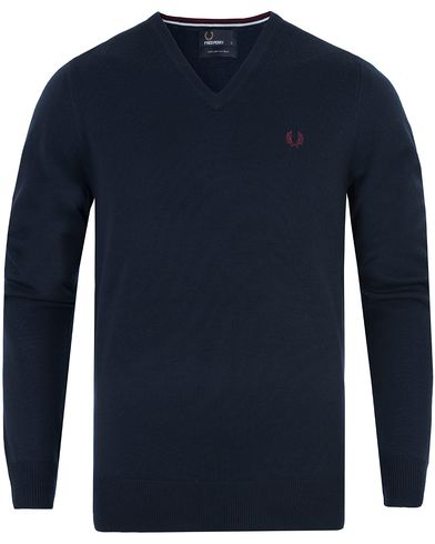 Fred Perry Classic Merino Tip V-Neck Dark Carbon i gruppen Design A / Gensere / Pullover / Pullovers v-hals hos Care of Carl (13063611r)