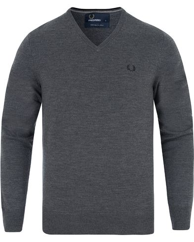 Fred Perry Classic Merino Tip V-Neck Graphite Marl i gruppen Gensere / Pullover / Pullovers v-hals hos Care of Carl (13063811r)