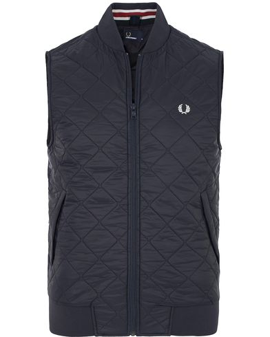 Fred Perry Quilted Gilet Navy i gruppen Jackor / Yttervästar hos Care of Carl (13065111r)