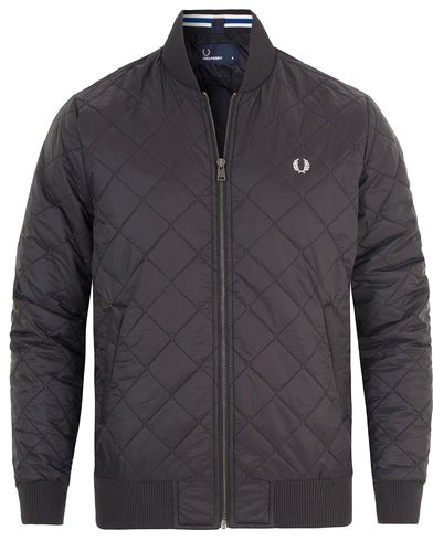 Fred Perry Quilted Bomber Jacket Black i gruppen Kläder / Jackor / Quiltade jackor hos Care of Carl (13065211r)