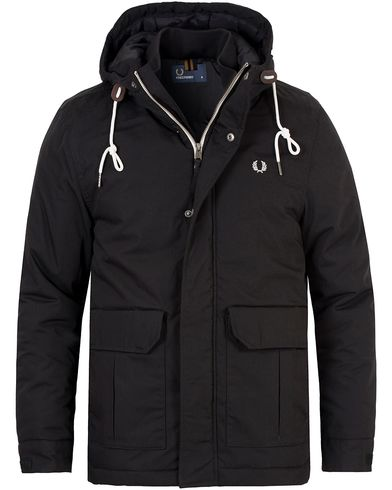 Fred Perry Stockport Jacket Black i gruppen Jackor / Vadderade jackor hos Care of Carl (13065311r)