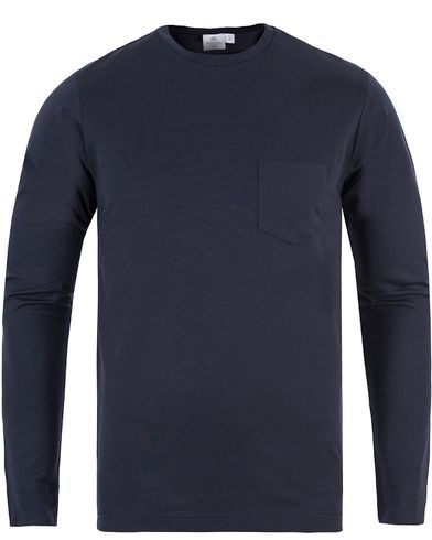 Sunspel Long Sleeve Pocket Tee Navy i gruppen T-Shirts / L�ng�rmad T-shirt hos Care of Carl (13067211r)