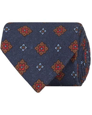 Drake's Squared Medallion Wool 8 cm Tie Navy  i gruppen Design B / Accessoarer / Slipsar hos Care of Carl (13082210)