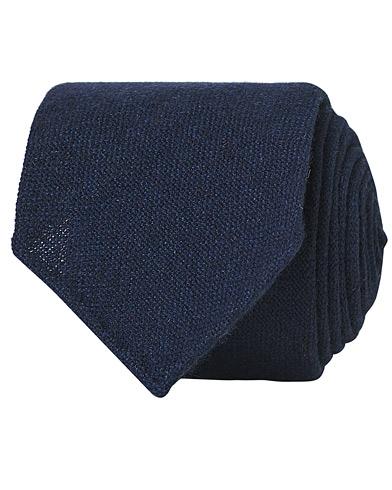 Drake's Cashmere 8 cm Tie Navy  i gruppen Assesoarer / Slips hos Care of Carl (13083510)