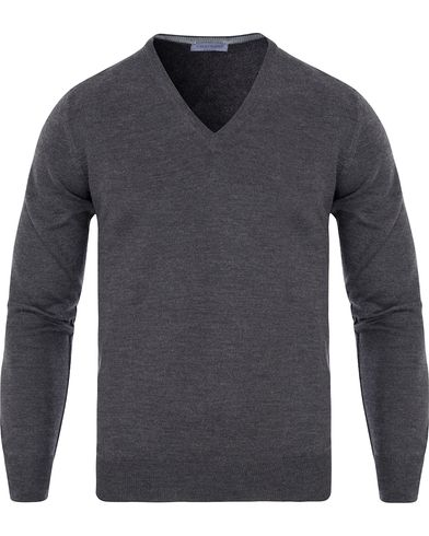 Gran Sasso Merino Fashion Fit V-Neck Pullover Charcoal i gruppen Gensere / Pullover / Pullovers v-hals hos Care of Carl (13085611r)