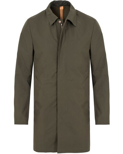 Private White V.C. Unlined Ventile® Mac Coat Olive i gruppen Klær / Jakker / Frakker hos Care of Carl (13088611r)