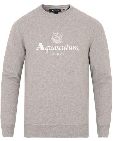 Aquascutum Henry Logo Crew Neck Sweater Grey Melange i gruppen Gensere / Sweatshirts hos Care of Carl (13098111r)