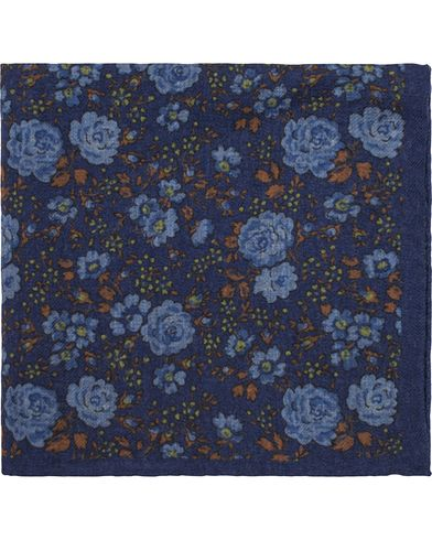 Amanda Christensen Wool Printed Flower Pocket Square Blue  i gruppen Assesoarer / Lommetørklær hos Care of Carl (13105210)