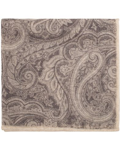 Amanda Christensen Cashmere Hand Rolled Paisley Pocket Square Grey  i gruppen Accessoarer / Näsdukar hos Care of Carl (13105710)