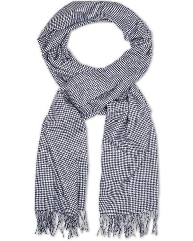 Amanda Christensen Winter Wool Houndtooth Oversize Scarf Navy  i gruppen Assesoarer / Skjerf hos Care of Carl (13107410)