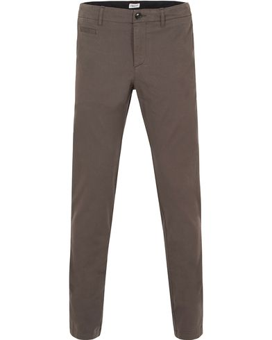 Filippa K Liam Heavy Cotton Chino Black Forrest i gruppen Kläder / Byxor / Chinos hos Care of Carl (13110111r)