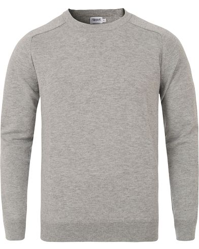 Filippa K Cotton Merino Sweater Light Grey Melange i gruppen Klær / Gensere / Pullover / Pullovere rund hals hos Care of Carl (13111111r)