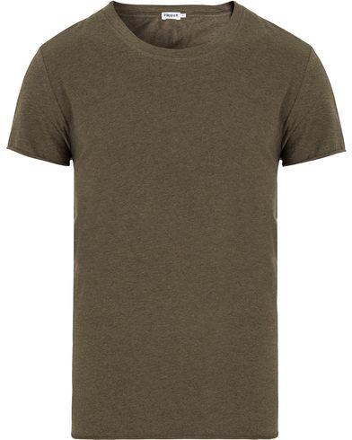 Filippa K Melange Tee Black Forrest Melange i gruppen T-Shirts / Kortärmade t-shirts hos Care of Carl (13111911r)