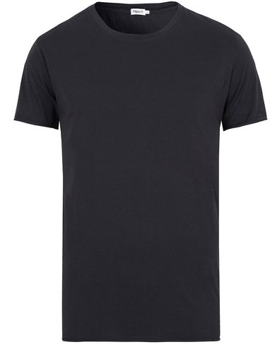 Filippa K Single Jersey Roll Edge Tee Navy i gruppen T-Shirts / Kortärmade t-shirts hos Care of Carl (13112111r)