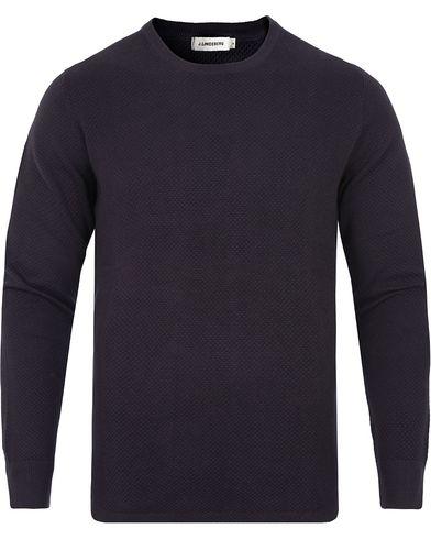 J.Lindeberg Hannes Micro Moss Sweater Navy i gruppen Kläder / Tröjor / Stickade tröjor hos Care of Carl (13117111r)