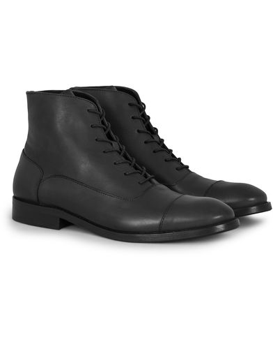 Tiger of Sweden Harry Laced Boot Black Calf Leather i gruppen Sko / Støvler / Snørestøvler hos Care of Carl (13124911r)