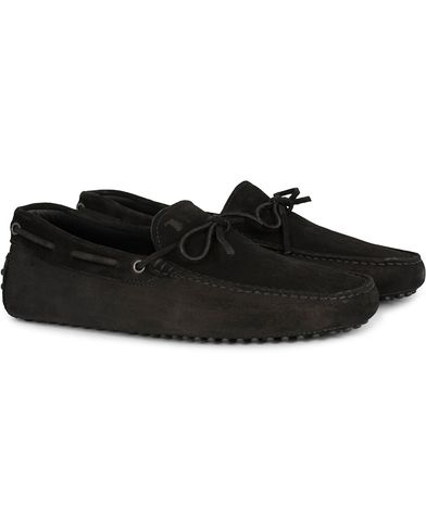 Tod's Laccetto Gommino Carshoe Black Suede i gruppen Skor hos Care of Carl (13129111r)
