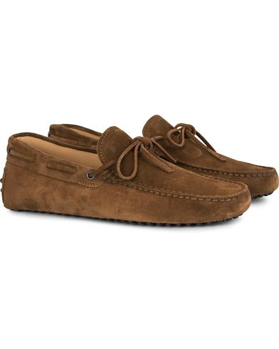 Tod's Laccetto Gommino Carshoe Light Brown Suede i gruppen Sko / Bilsko hos Care of Carl (13129311r)