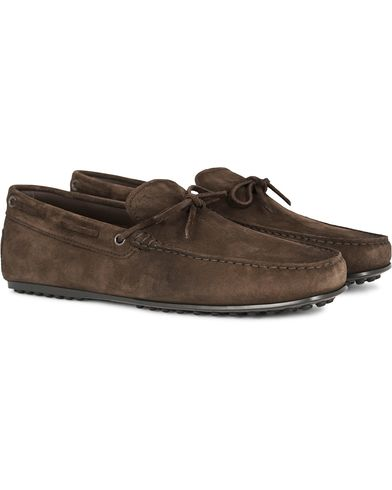 Tod's Laccetto City Carshoe Dark Brown Suede i gruppen Sko / Bilsko hos Care of Carl (13129611r)
