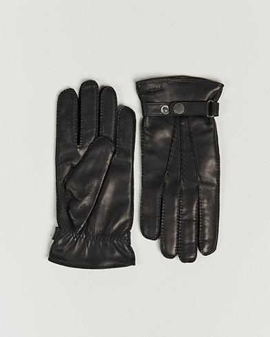Hestra Jake Wool Lined Buckle Glove Black i gruppen Säsongens nyckelplagg / Promenadhandskarna hos Care of Carl (13137011r)