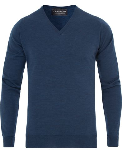 John Smedley Bobby Extra Fine Merino V-Neck Pullover Indigo i gruppen Gensere / Pullover / Pullovers v-hals hos Care of Carl (13142811r)