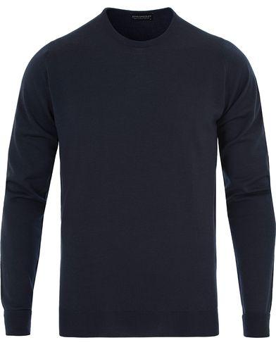 John Smedley Marcus Easy Fit Fine Merino C-Neck Pullover Midnight i gruppen Kläder / Tröjor / Pullovers / Rundhalsade pullovers hos Care of Carl (13143311r)