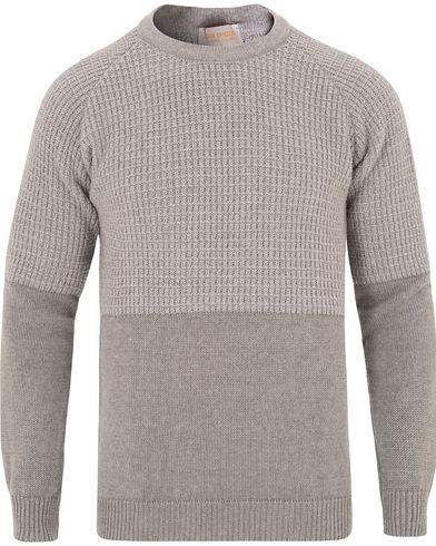 John Smedley Natural Knitted Silver i gruppen Design A / Tröjor / Stickade tröjor hos Care of Carl (13144211r)