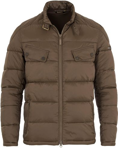 Barbour International Handle Quilted Jacket Olive i gruppen Jackor / Quiltade Jackor hos Care of Carl (13145311r)