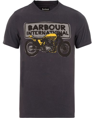 Barbour International Sketch Tee Dark Navy i gruppen T-Shirts / Kortermede t-shirts hos Care of Carl (13145811r)