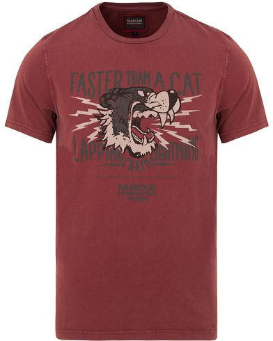 Barbour International Triumph Lapping Tee Red i gruppen T-Shirts / Kortärmade t-shirts hos Care of Carl (13146811r)