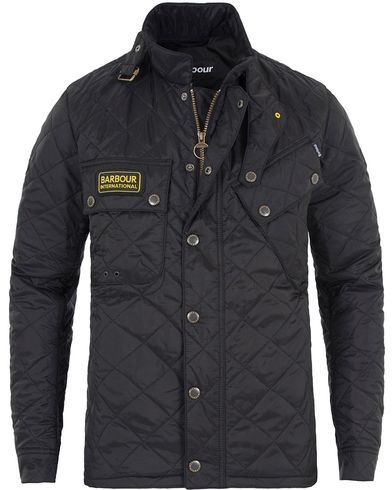 Barbour International Tankerville MTO Black i gruppen Jackor / Quiltade jackor hos Care of Carl (13150111r)