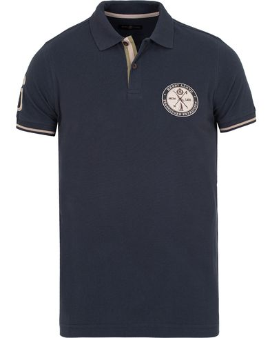 Henri Lloyd Ambler Regular Polo Navy i gruppen Pikéer / Kortärmade pikéer hos Care of Carl (13177011r)