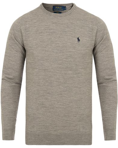 Polo Ralph Lauren Stretch Merino Crew Neck Pullover Fawn Grey Heather i gruppen Klær / Gensere / Pullover / Pullovere rund hals hos Care of Carl (13186511r)