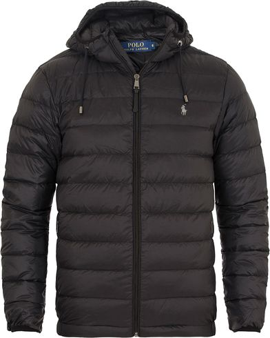 Polo Ralph Lauren Lightweight Down Jacket Polo Black i gruppen Klær / Jakker / Vatterte jakker hos Care of Carl (13201611r)