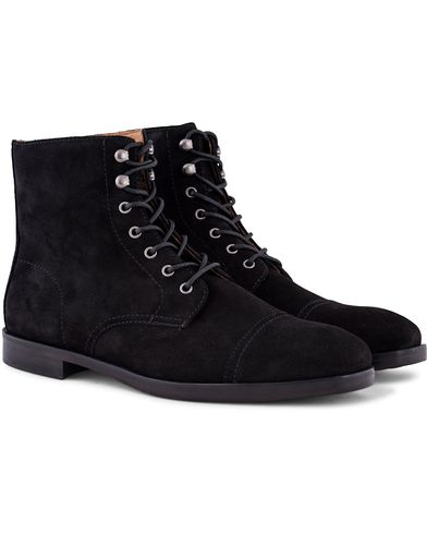 Polo Ralph Lauren Daley Captoe Boot Black Suede i gruppen Sko / Støvler / Snørestøvler hos Care of Carl (13215111r)
