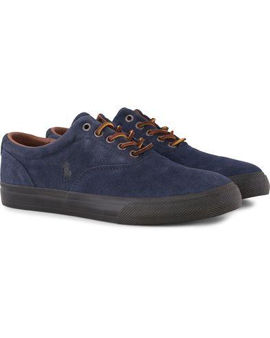 Polo Ralph Lauren Vaughn Sneaker Newport Navy Suede i gruppen Skor / Sneakers / Låga sneakers hos Care of Carl (13215511r)