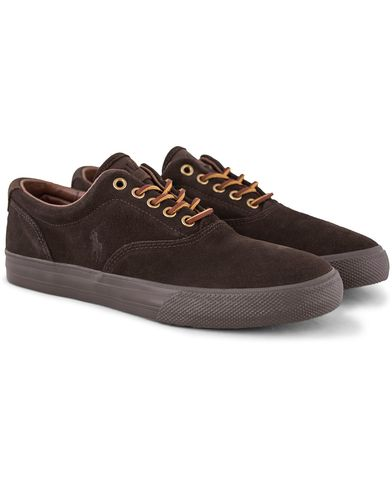 Polo Ralph Lauren Vaughn Sneaker Dark Brown Suede i gruppen Skor / Sneakers / Låga sneakers hos Care of Carl (13215711r)