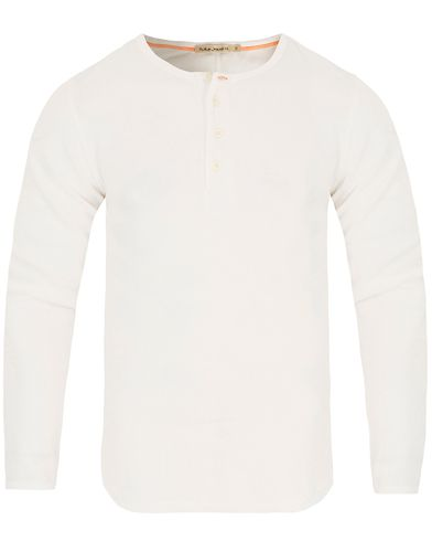 Nudie Jeans Long Sleeve Henley Rib Off White i gruppen Klær / Gensere / Bestefartrøyer hos Care of Carl (13217511r)
