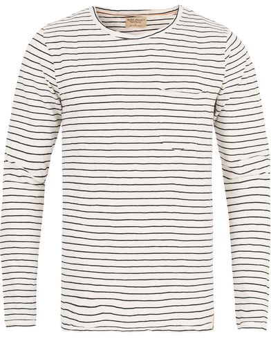 Nudie Jeans Orvar Pocket Stripe Off White/Black i gruppen Klær / T-Shirts / Langermede t-shirts hos Care of Carl (13217911r)