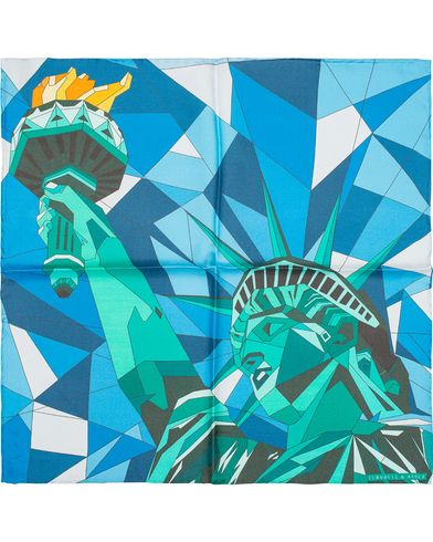 Turnbull & Asser Statue of Liberty Silk Handkerchief Flaming Green  i gruppen Design B / Accessoarer / Näsdukar hos Care of Carl (13230110)